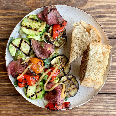 Roast beef salad with grilled vegetables