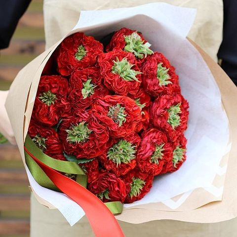 Розы пионовидные Red Eye от 9шт