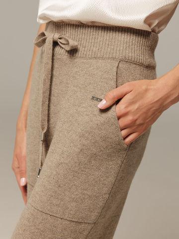 Женские брюки песочного цвета с карманами из 100% кашемира - фото 3
