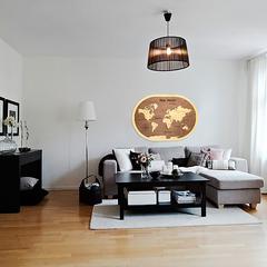 Карта Мира из дерева в овальной рамке Brown фото в интерьере