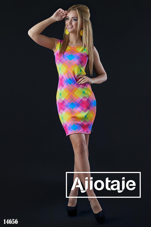 Платье в яркий геометрический принт