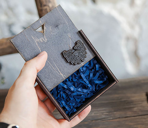 Маленькая подарочная коробка для браслета (9,5*9,5*3,5 см)