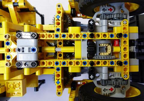 LEGO Technic: Автопогрузчик Volvo L350F с дистанционным управлением 42030 — Remote Controlled Volvo L350F Wheel Load — Лего Техник