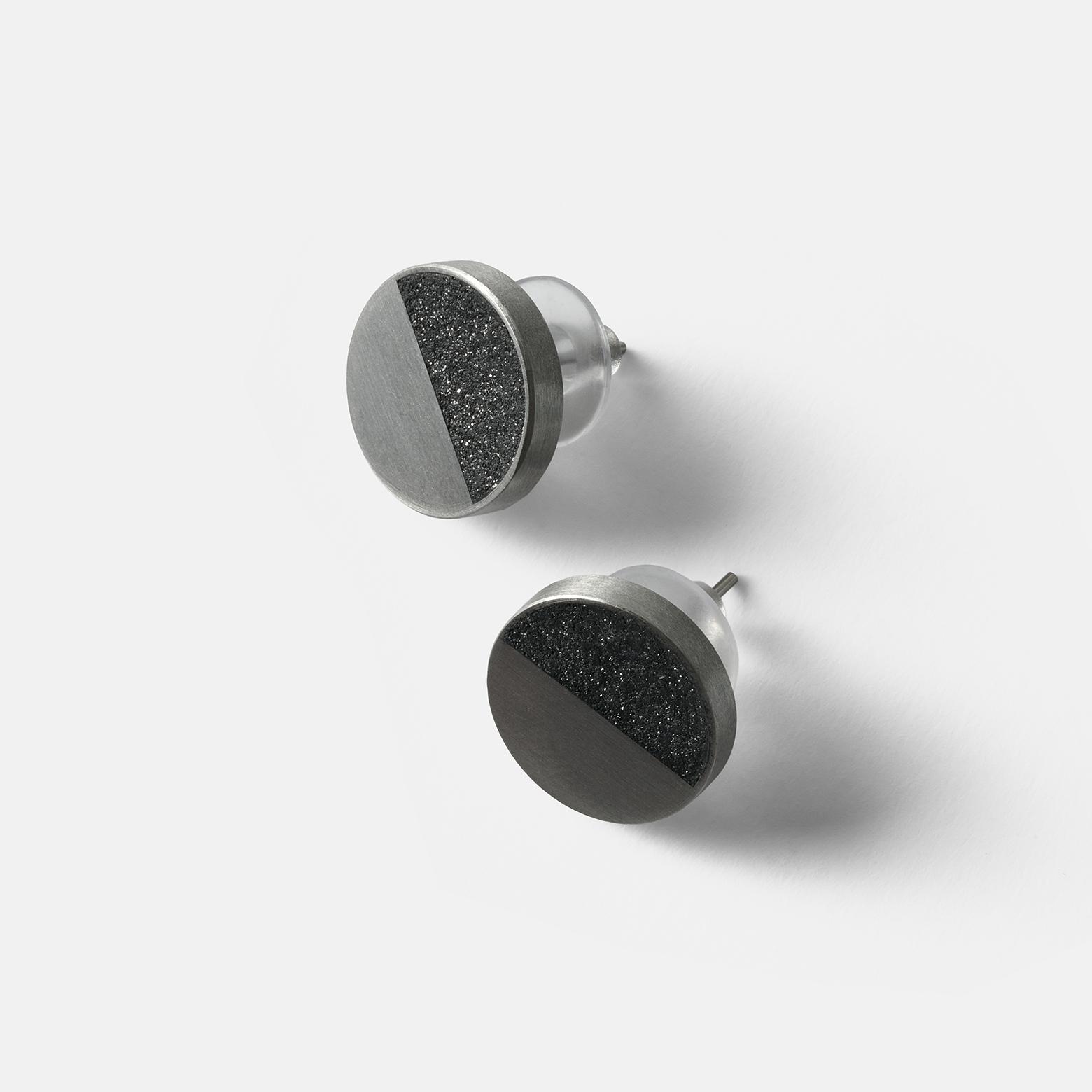 Konzuk Despina Concrete Earring — серьги-пусеты из стали и бетона