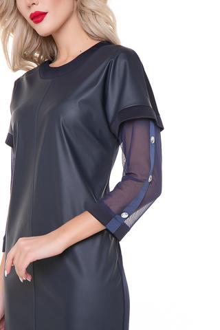 <p>Триумф изделий из эко-кожи продолжается! Платье чёткой формы в сочетании трех материалов. Перед - эко-кожа, рукава - сетка-стрейч. По линии рукава - стразы. Длины: (46-48р-95см,50-52р-96см).</p>