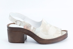 Комбинированные кожаные босоножки на устойчивом каблуке