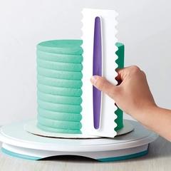 Шпатель пластиковый с фигурными краями, 22 см