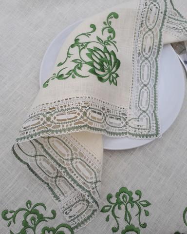 Комплект столового белья с вышивкой и кружевом. Скатерть 230 х 150, столешник 100 х 100, салфетки