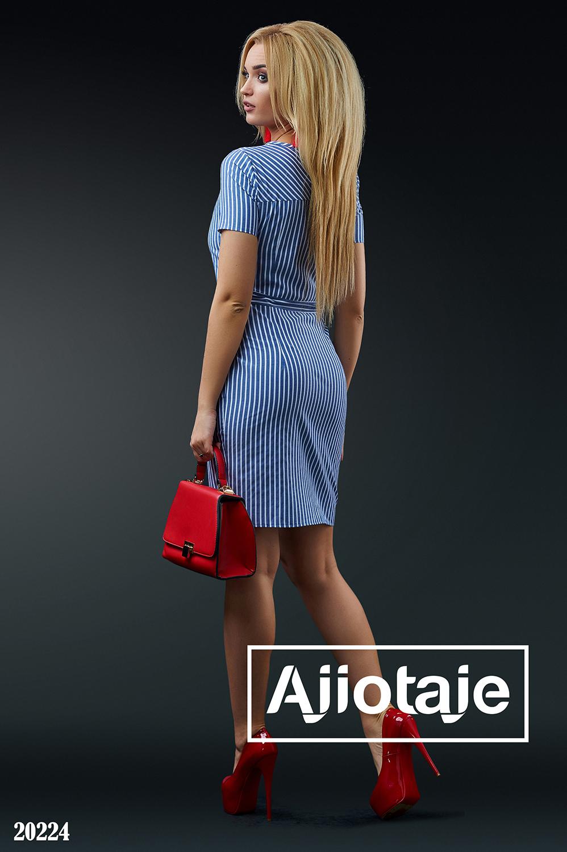 Приталенное платье в полосочку
