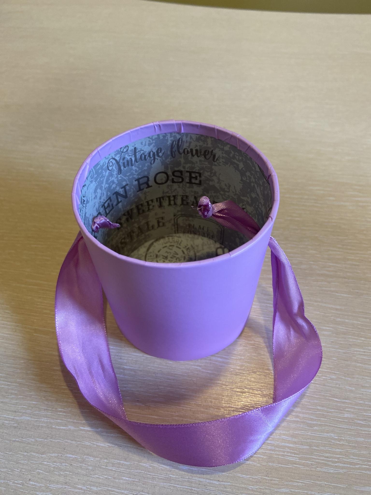 Шляпная коробка эконом вариант 8 см . Цвет; Cветло лиловый . Розница 150 рублей .