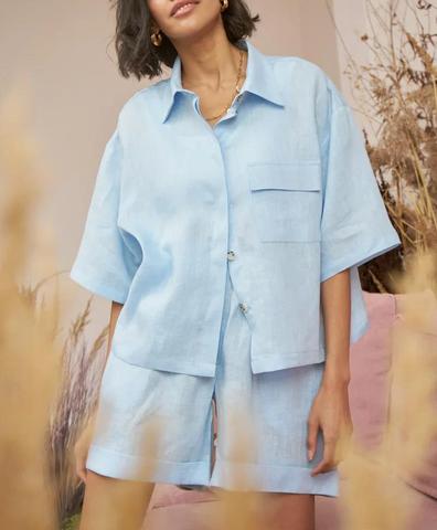 Льняная рубашка с коротким рукавом голубая