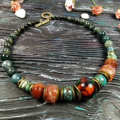 Ожерелье из хризоколлы, агата, кварца, яшмы и бусины лэмпворк