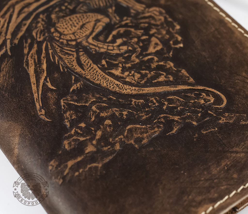 BY14-30-03 Обложка на паспорт из натуральной кожи «Дракон» фото 05