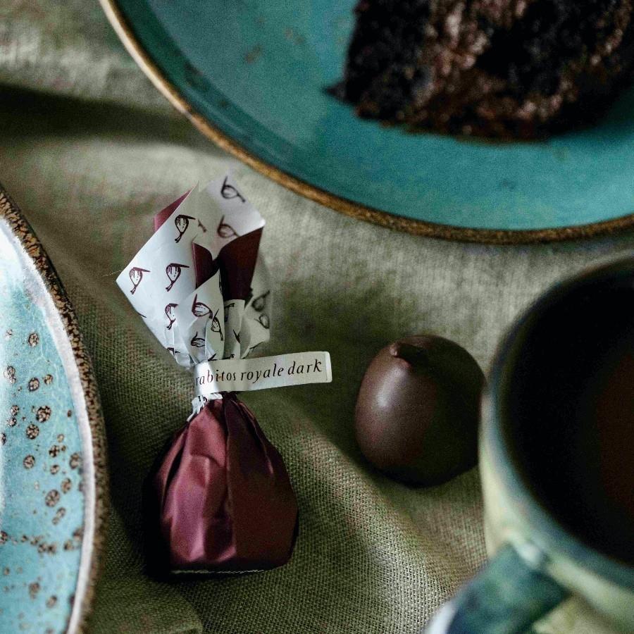 Конфеты Инжир в тёмном шоколаде с трюфельным кремом и бренди, футляр Rabitos 142 г 8 конфеты