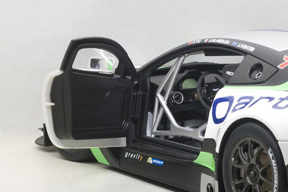 Коллекционная модель Aston Martin V12 Vantage Bathurst 12 Hour Endurance Race 2015 #99