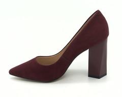 Бордовые туфли на высоком каблуке