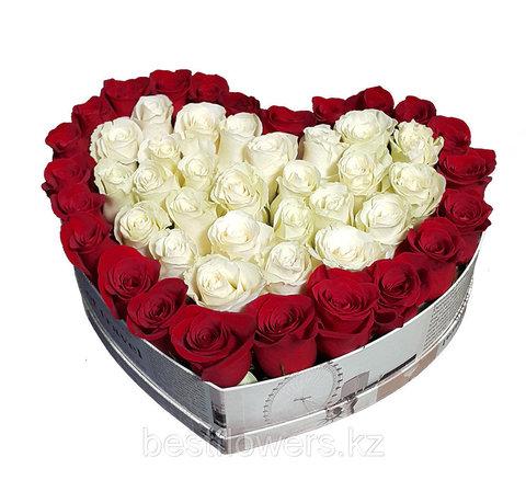 Сердце в коробке из красных роз 4