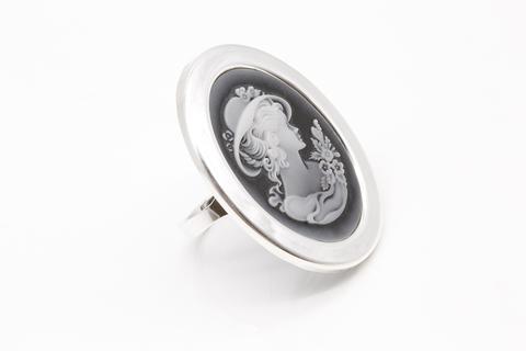 Кольцо из серебра с черным агатом