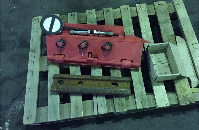 Башмак сбрасывающий КСБР колесосбрасыватель (комплектация: накладка, 2 болта с гайками и шайбами, знак Путевое заграждение)