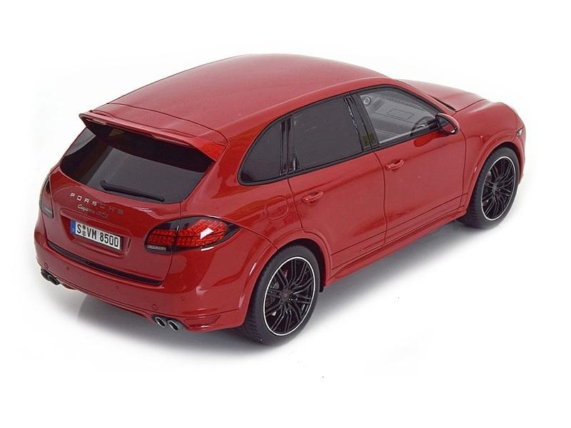 Коллекционная модель Porsche Cayenne GTS 2013