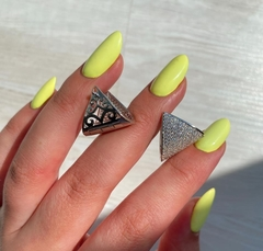Серьги в форме треугольников  из серебра c микроцирконами