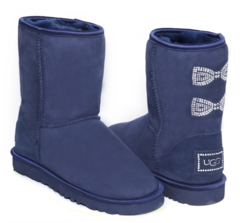 /collection/zhenskie-uggi/product/ugg-classic-short-crystal-bow-navy