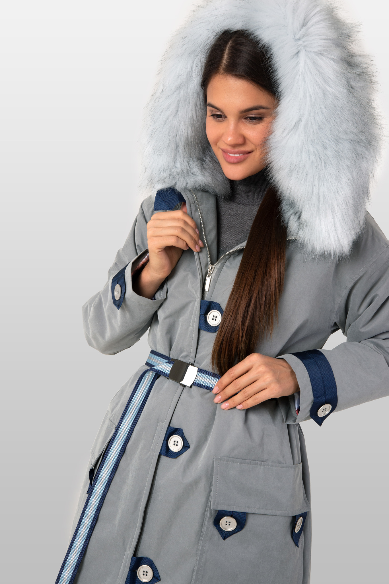 Куртка парка с голубым пушистым капюшоном из эко-меха
