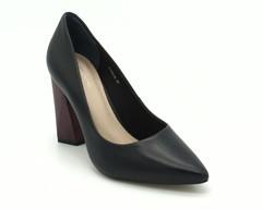 Черные кожаные туфли на контрастном каблуке