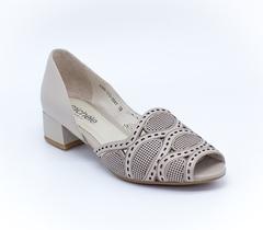 Серые кожаные туфли на низком каблуке