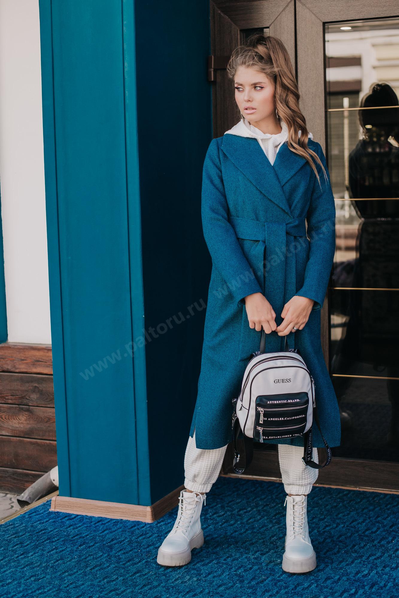 Классическое приталенное пальто с идеальной посадкой выполнено из дизайнерское шерстяной ткани