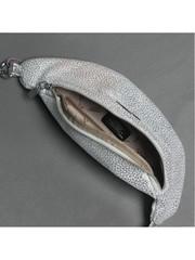 Поясная сумка серебристого цвета