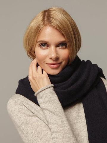 Женский шарф темно-синего цвета из 100% кашемира - фото 3