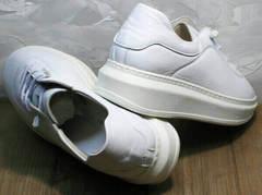 Стильные женские кроссовки белые на толстой подошве Rozen M-520 All White.