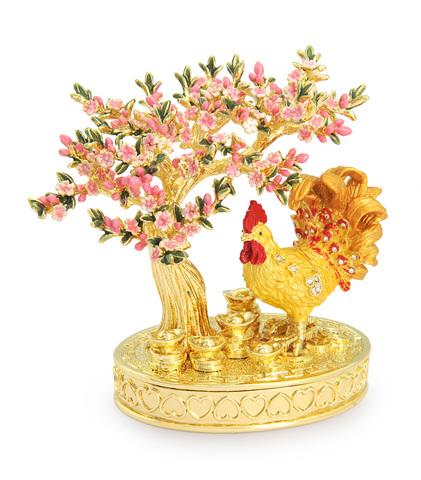 Петух в персиковом саду
