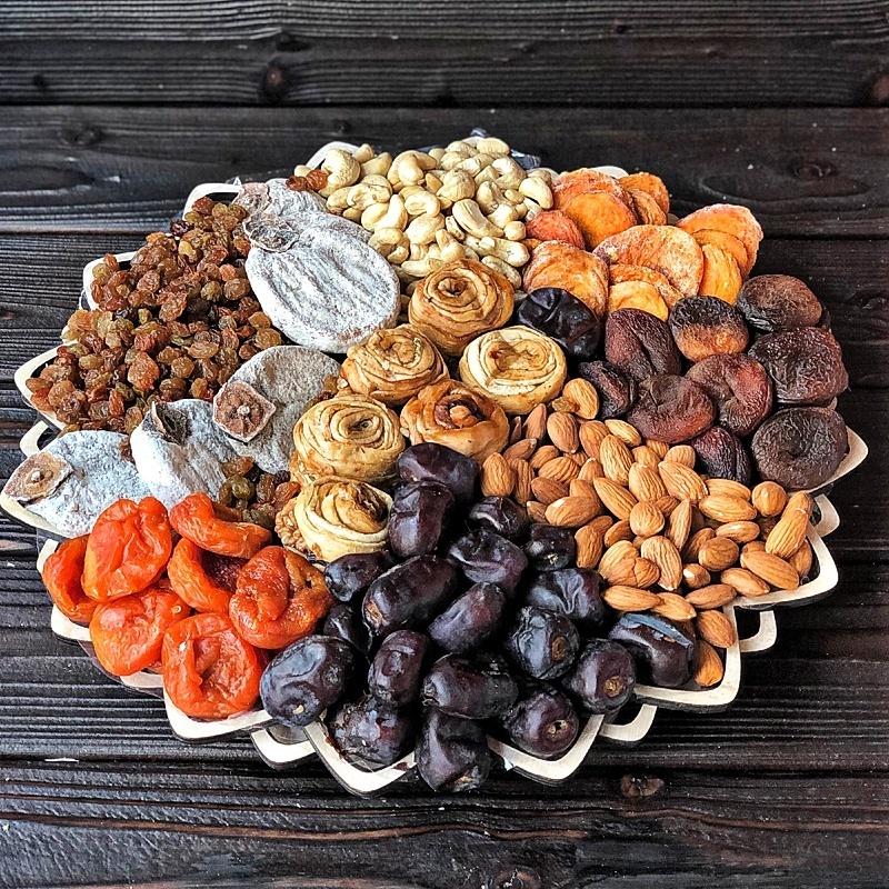 Фотография Подарочная корзина орехов и сухофруктов, 2,4 кг, №11 купить в магазине Афлора