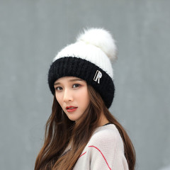 Вязаная женская шапка с помпоном (черная/ белая)