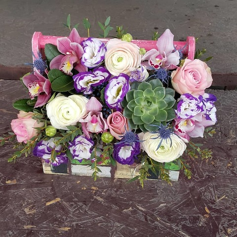 Ящик с цветами весенний 11