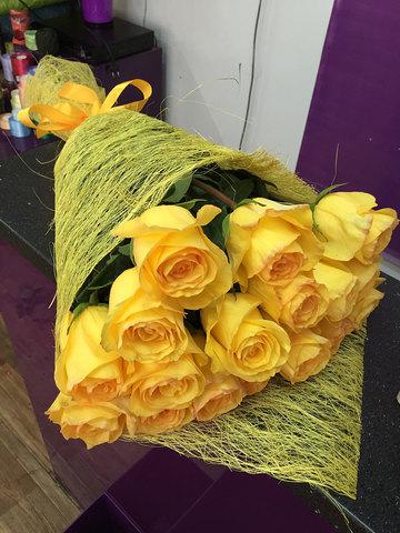 Букет желтых метровых роз