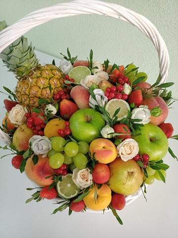 Букеты из цельных фруктов