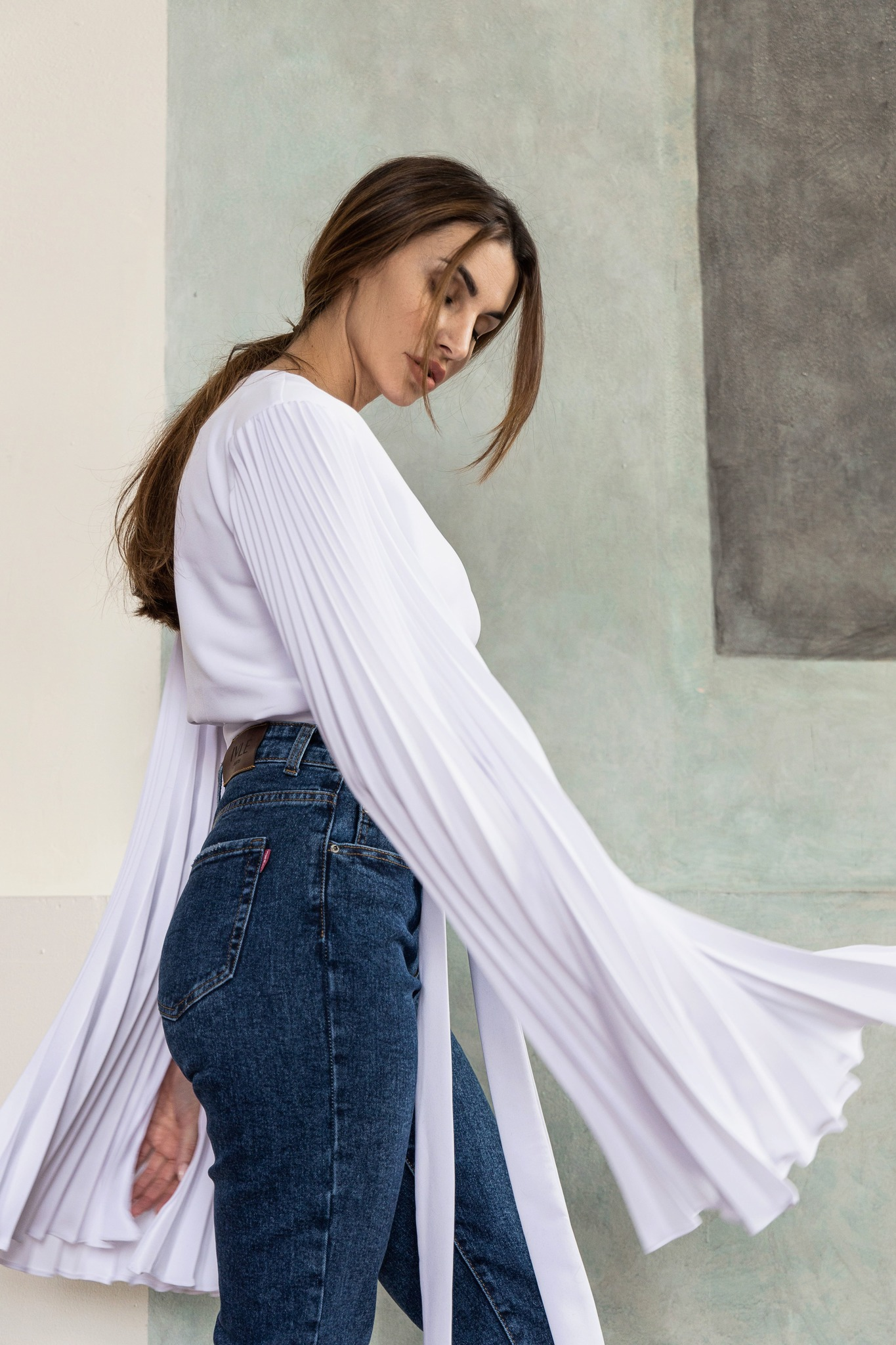 Блуза на запах с рукавами плиссе - укороченная