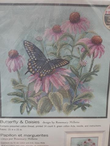 Butterfly and Daisies (Бабочки и ромашки)