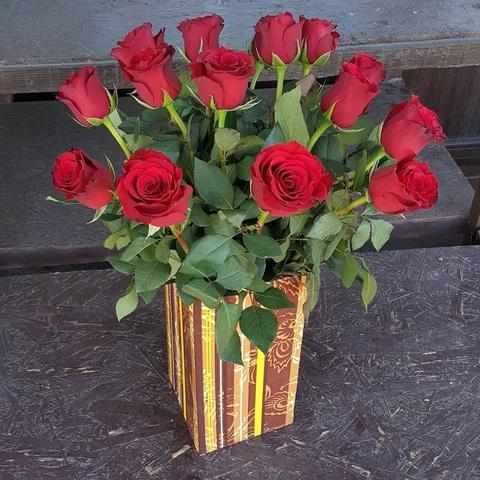 Ваза деревянная с розами 1