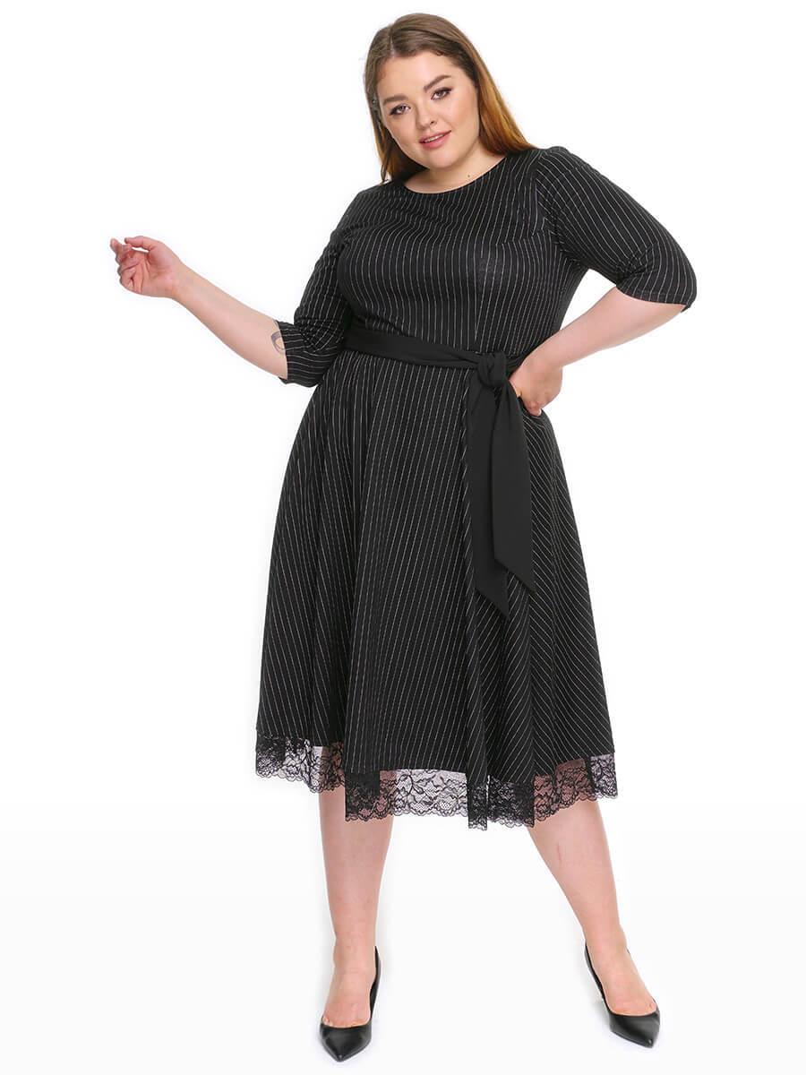 Красивое черное платье больших размеров с кружевами