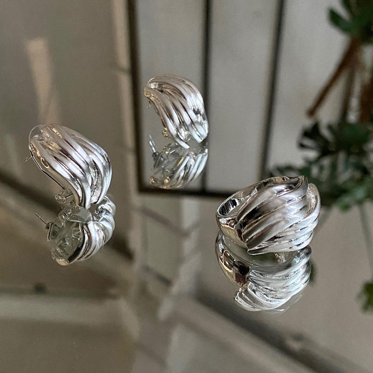 Cерьги волнистые сатиновые (серебристый) Vi
