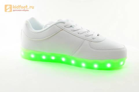 Светящиеся кроссовки с USB зарядкой Fashion (Фэшн) на шнурках, цвет белый, светится вся подошва. Изображение 2 из 29.