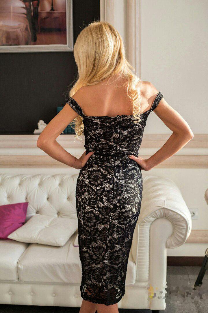 Кружевное платье-футляр на бретелях, черное с подкладкой телесного цвета