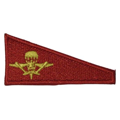 Уголок на берет вышит. Флаг красный с эмблемой ВДВ