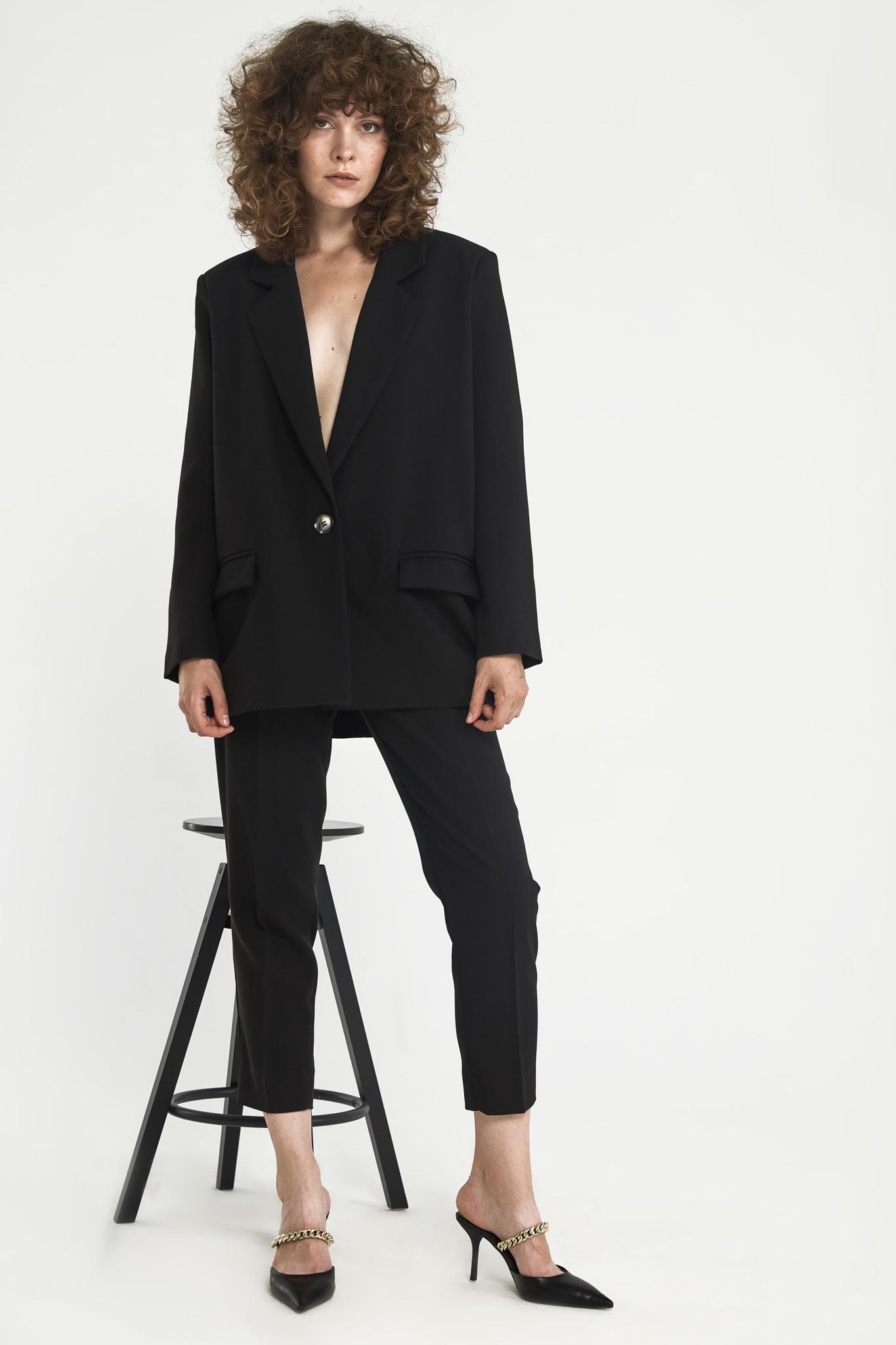 Жакет с большим плечом (костюмный твил), черный
