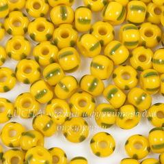 83520 Бисер 5/0 Preciosa непрозрачный, желтый с зелеными полосками