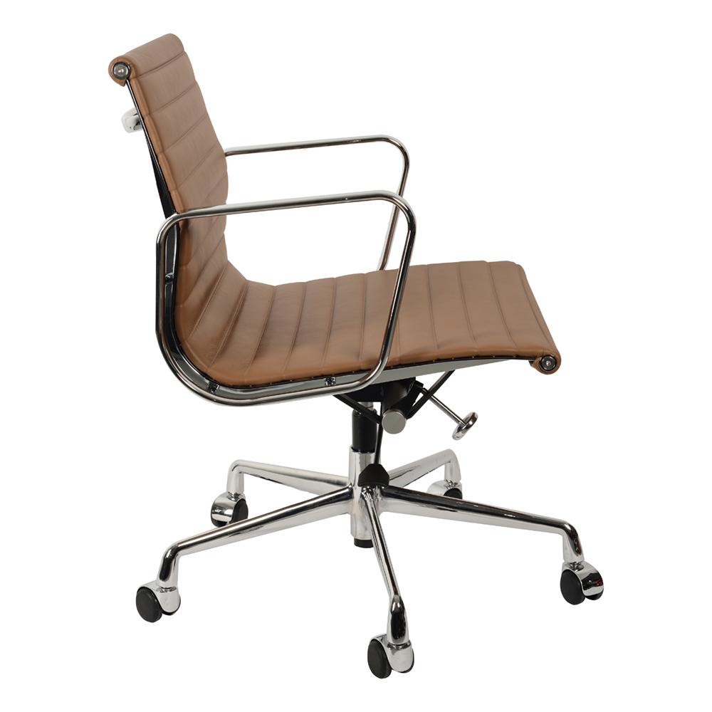 Кресло Eames Style Ribbed Office Chair EA 117 коричневая кожа - вид 2